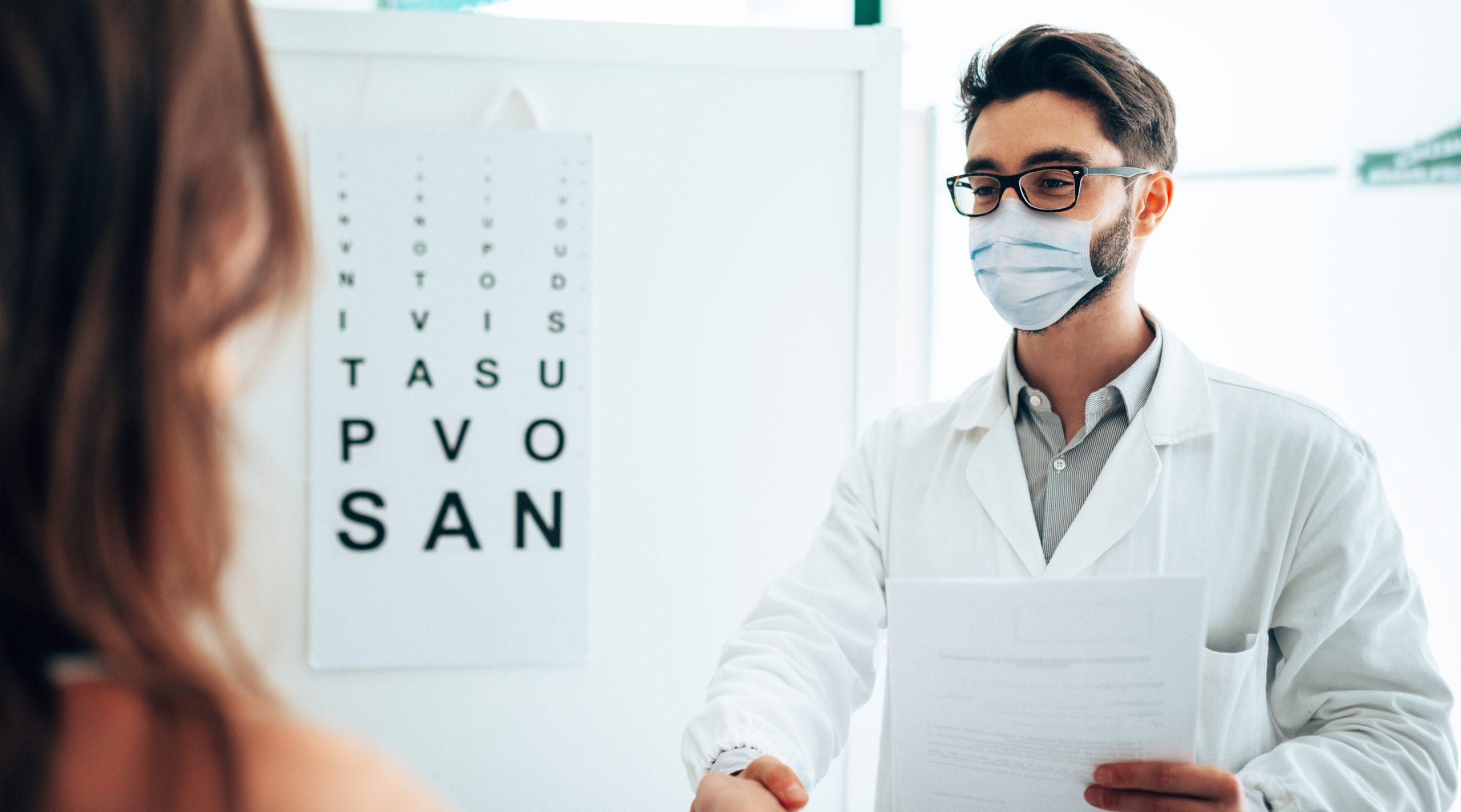 Qui són l'òptica i l'òptic optometrista